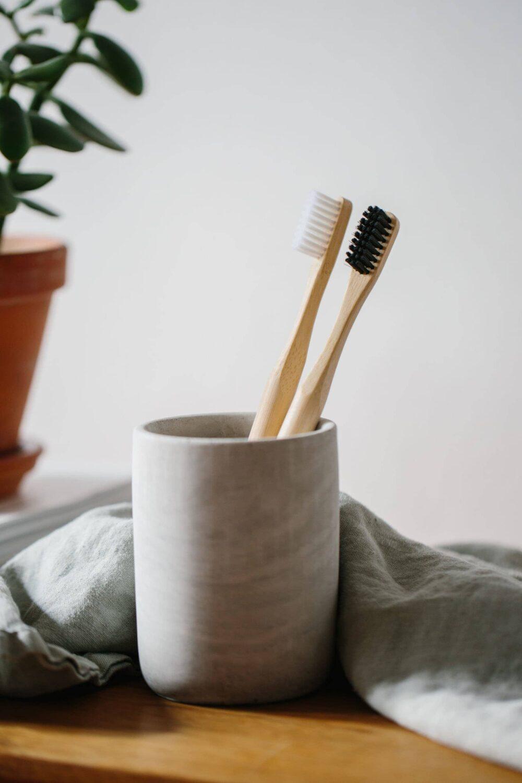 grums bambustandbørste sæt i kop